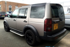 Land Rover Discovery wrapped in matt silver metallic